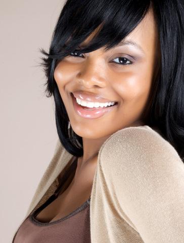 Jeune fille avec un beau sourire